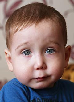 Максим Павлов, 2 года, синдром Пьера Робена (патология развития костей лица, нёба), спасет операция, требуется дистракционный аппарат. 427857 руб.