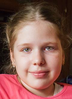 Алиса Лапич, 8 лет, спинальная мышечная атрофия, требуется откашливатель. 663478 руб.