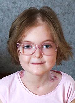 Лиза Багрова, 8 лет, буллезный эпидермолиз, требуется лечение. 471211 руб.