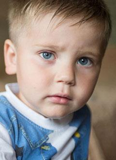 Елисей Стуколов, 2 года, акушерский паралич правой руки, спасет многоэтапная хирургия. 813750 руб.