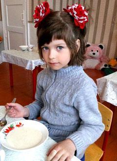 Надя Свинарева, 6 лет, врожденный порок сердца, спасет эндоваскулярная операция, требуется окклюдер и расходные материалы. 240856 руб.
