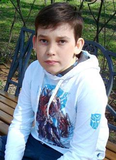 Дима Хахалин, 15 лет, врожденная деформация обеих стоп, требуется этапное хирургическое лечение. 379750 руб.