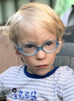 Ваня Ананьев, 3 года, хроническая двусторонняя сенсоневральная тугоухость 3-й степени, требуются слуховые аппараты. 256494 руб.