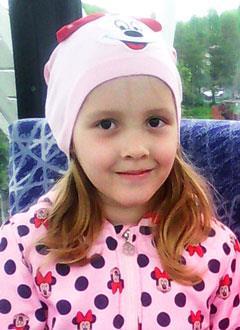 Ксюша Лобастова, 8 лет, врожденная деформация стоп, рецидив, требуются этапные операции. 294035 руб.