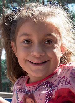 Соня Попова, 8 лет, послеоперационная рубцовая деформация верхней губы и носа, расщелина альвеолярного отростка, дисфункция языка, требуется лечение. 200000 руб.