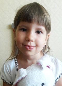 Дарина Романенко, 4 года, гиперплазия кровеносных сосудов в области нижней губы, требуется операция. 309000 руб.