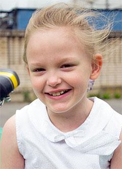 Влада Громова, 7 лет, двусторонняя тугоухость 4-й степени, требуются слуховые аппараты. 192262 руб.