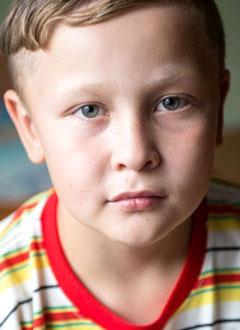 Максим Зевакин, 10 лет, акушерский паралич справа, спасет этапное хирургическое лечение. 813750 руб.
