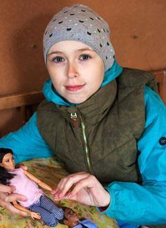 Каролина Юппиева, 10 лет, острый лимфобластный лейкоз, спасет трансплантация костного мозга, требуются лекарства и активация донора. 2300420 руб.
