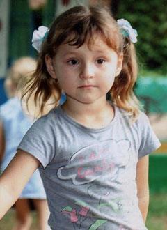 Василиса Головко, 4 года, двусторонняя тугоухость 3-й степени, требуются слуховые аппараты. 100495 руб.