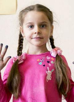 Катя Барышник, 6 лет, врожденный дискератоз – редкое генетическое заболевание, спасет трансплантация костного мозга, требуются лекарства, поиск и активация донора. 2300348 руб.