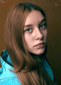 Даша Золотарева, 13 лет, S-образный грудопоясничный сколиоз 4-й степени, спасет операция, требуется металлоконструкция. 705250 руб.