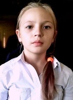 Катя Дунина, 10 лет, тугоухость 4-й степени слева, глухота справа, требуются слуховые аппараты. 219604 руб.