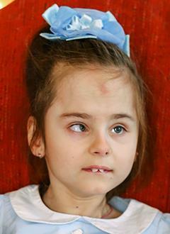Соня Куреша, 9 лет, органическое поражение центральной нервной системы, требуется вертикализатор. 325500 руб.
