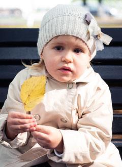 Лиза Сигида, 2 года, тугоухость 4-й степени справа, глухота слева, требуется слуховой аппарат. 115336 руб.