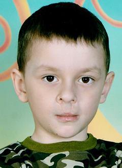 Саша Стельникович, 6 лет, врожденная полная двусторонняя расщелина нёба, требуется операция. 105701 руб.