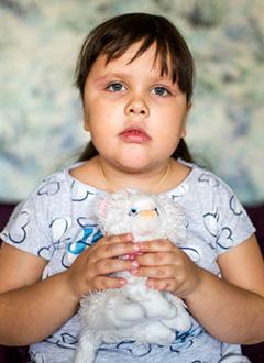 Настя Пашкова, 5 лет, краниофарингиома – доброкачественная кистозно-эпителиальная опухоль, спасет протонная терапия. 1990975 руб.