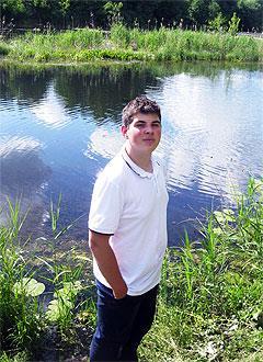 Никита Денисов, 17 лет, левосторонний гемипарез (ослабление мышц половины тела), требуется лечение. 199430 руб.