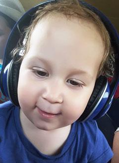 Дарина Попова, полтора года, нарушение ритма сердца, врожденная атриовентрикулярная блокада 3-й степени, спасет имплантация двухкамерного электрокардиостимулятора. 561271 руб.