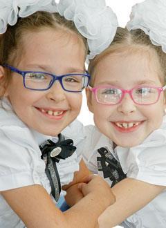 Агата и Арина Валуевы, 8 лет, детский церебральный паралич, требуется лечение. 159495 руб.
