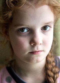 Соня Гришина, 8 лет, травма кистей, повреждение сухожилий, спасет многоэтапная хирургия. 813750 руб.