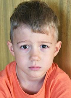 Дима Пуговишников, 5 лет, врожденный порок сердца, спасет операция. 332010 руб.