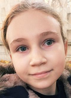 Алиса Люкшина, 10 лет, двусторонняя тугоухость 4-й степени, требуются слуховые аппараты. 286440 руб.