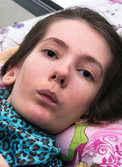 Элина Саркисян, 17 лет, спинальная мышечная атрофия 2-го типа, требуется оборудование для респираторной поддержки. 775341 руб.