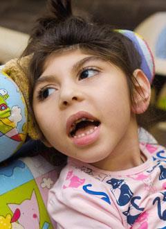 Рианна Багдасарян, 4 года, симптоматическая эпилепсия, детский церебральный паралич, спастический тетрапарез, требуется лечение. 86253 руб.