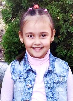 Дарина Полетаева, 6 лет, врожденная деформация стоп, рецидив, требуется лечение. 34530 руб.