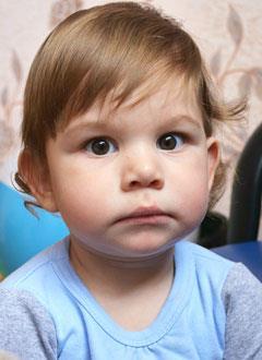 Лиза Жарова, 1 год, двусторонняя тугоухость 3–4-й степени, требуются слуховые аппараты. 219279 руб.