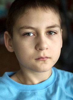 Илья Гвоздев, 10 лет, прогрессирующий правосторонний грудной сколиоз 4-й степени, спасет операция. 831283 руб.
