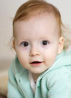 Милана Саляхутдинова, 1 год, синдром короткой кишки, требуются лекарства, парентеральное (внутривенное) питание на год и расходные материалы для его введения. 2429854 руб.