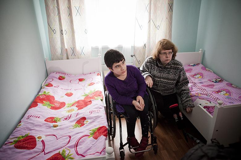 2. Люба Радыгина – опытный волонтер, она приходила к детям, когда они еще жили в Доме-интернате для умственно отсталых детей № 15. Она приходит и в новый Домик