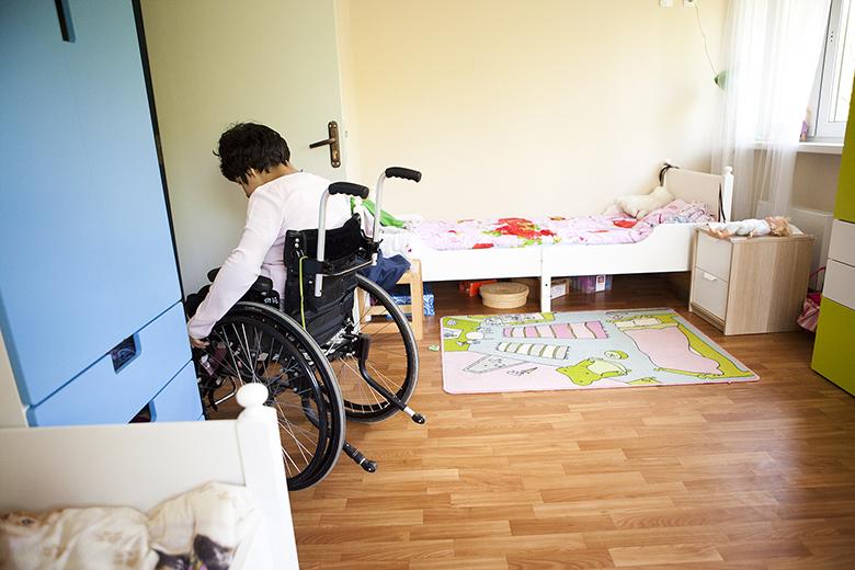 6. В новом Домике у Ферузы настоящая детская комната принцессы – с красивыми шторами, постельным бельем, куклами и игрушками