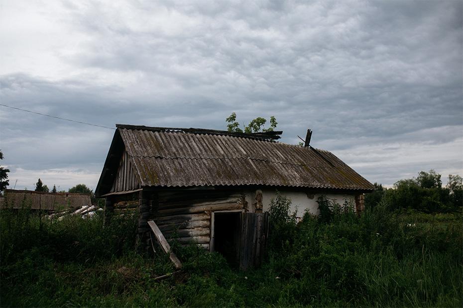 Вместе с домом Рыльским досталась баня без дымохода и сараи с дырявыми крышами
